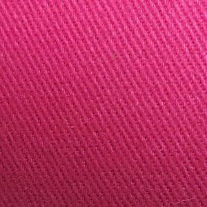 Detalle material gorra de golf modelo tee color fucsia