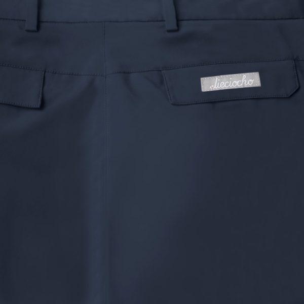 Detalle bolsillo pantalón de golf de hombre color azul marino modelo par