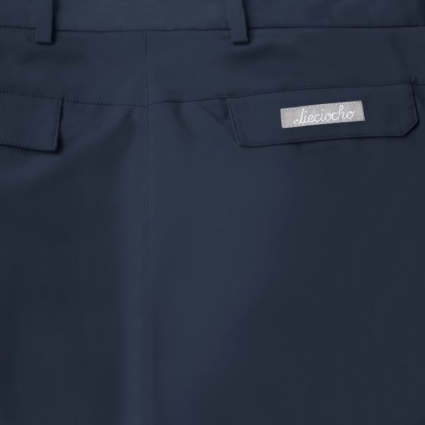 Detalle bolsillo bermuda de golf de hombre color azul marino modelo par