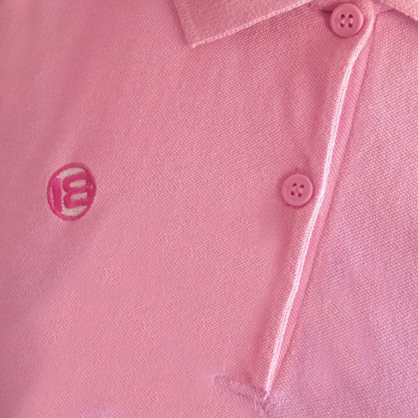 detalle polo rosa caddie mujer