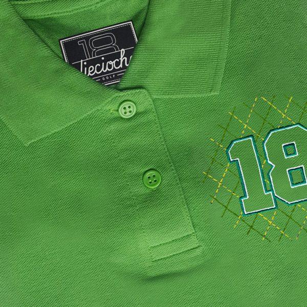 Detalle del polo de golf de mujer modelo greensome color verde