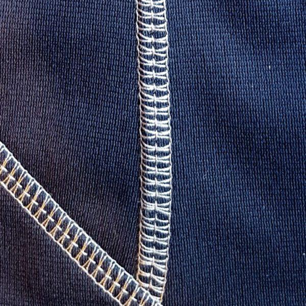 Detalle tejido sudadera de golf técnica de mujer color azul marino modelo foursome