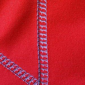 Detalle tejido sudadera de golf técnica de mujer color rojo modelo foursome