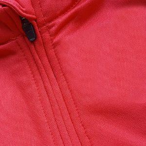 Detalle sudadera de golf técnica de mujer color rojo modelo foursome