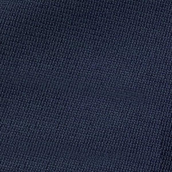 Detalle tejido sudadera de golf técnica de niño color azul marino modelo junior