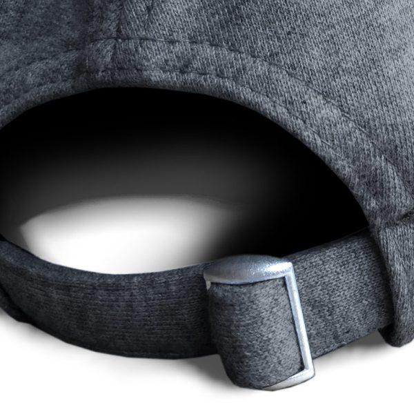 Detalle posterior gorra de golf de punto de algodón color gris oscuro modelo lie