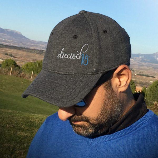 gorra de golf modelo lie gris oscuro