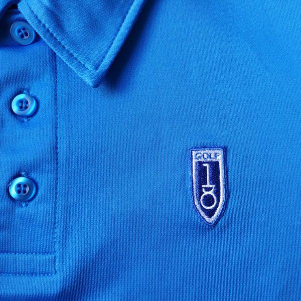 detalle bordado polo de golf de niño color azul modelo stroke